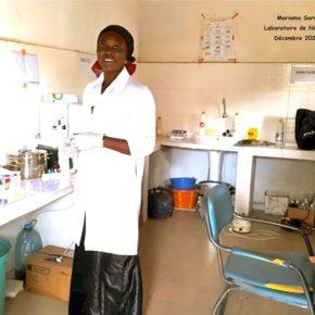 Mariama Sarr, courageuse et déterminée, une année de formation supplémentaire pour le diplôme de laborantine .